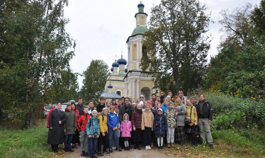 Дети из православной гимназии посетили храм «Успения Божией Матери»