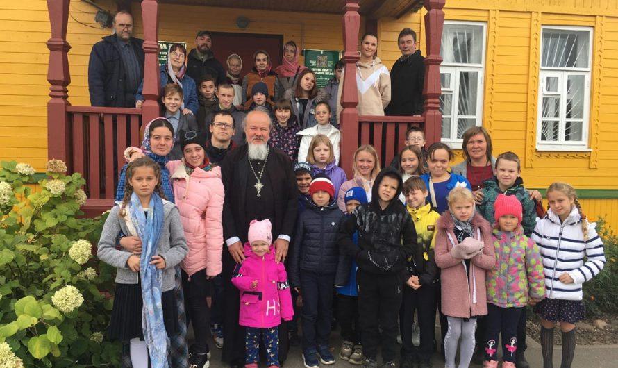 В воскресной школе Вознесенской церкви г. Кимры прошел праздничный концерт, посвященный началу учебного года