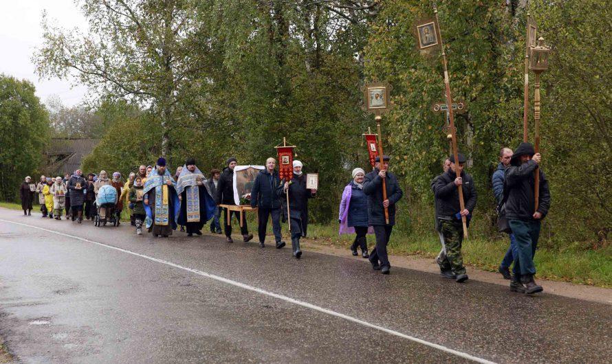21 сентября в Бологовском благочинии состоялся Крестный Ход, посвященный празднику Рождества Пресвятой Богородицы.